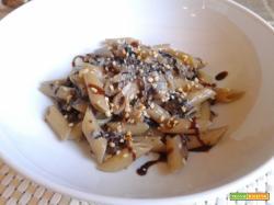 Pennette con radicchio rosso, gorgonzola e granella di nocciole