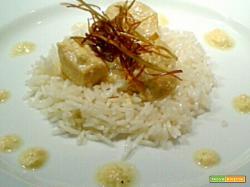 Pollo al Curry con riso Basmati, yogurt greco e porri croccanti