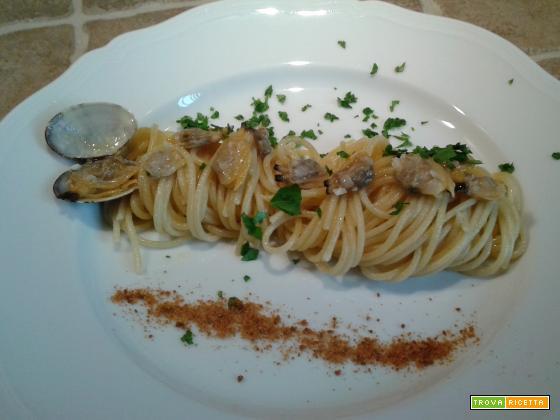 Spaghetti con vongole veraci e bottarga di tonno