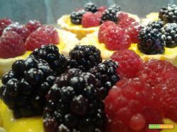 Tartellette ai frutti di bosco con crema e yogurt greco