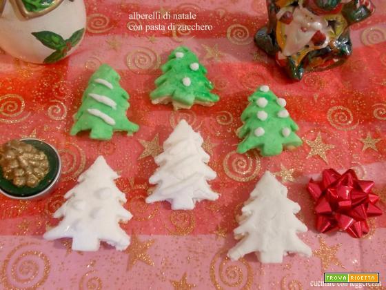 alberelli di Natale con pasta di zucchero