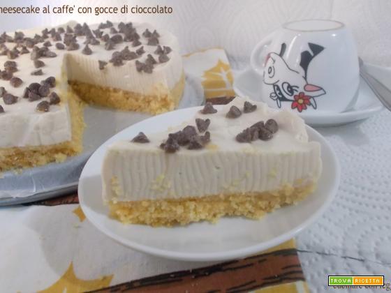 Cheesecake al caffè con gocce di cioccolato