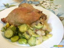 Cosce di tacchino con fave zucchine e patate