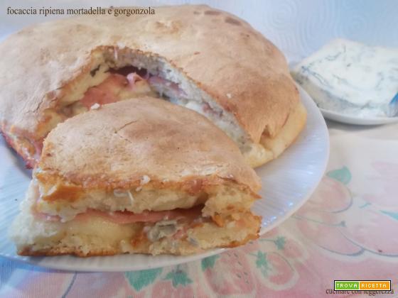Focaccia ripiena mortadella e gorgonzola - lievito madre