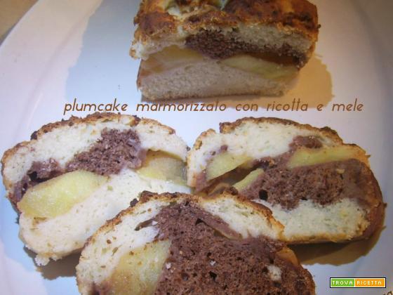 Plumcake marmorizzato con ricotta e mele