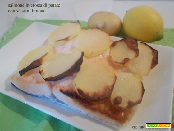 Salmone in crosta di patate con salsa al limone