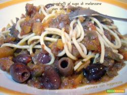 Spaghetti al sugo di melanzane con olive piccanti