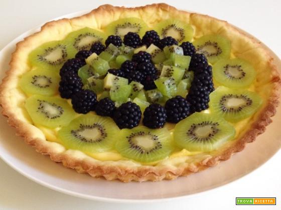 Crostata d?autunno con more e kiwi