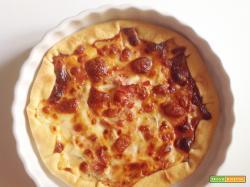 Quasi pizza con prosciutto e mozzarella