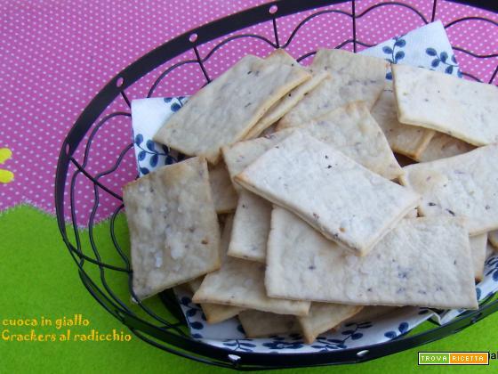 Crackers al radicchio con esubero di pasta madre