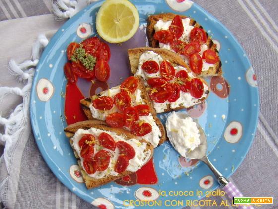 crostoni di pane rustico con crema di ricotta al limone e pomodorini caramellati