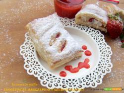 Fagottini mascarpone e salsa di fragole