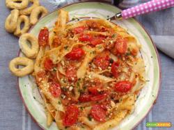 Sagne 'ncannulate con pesto rosso e tarallini