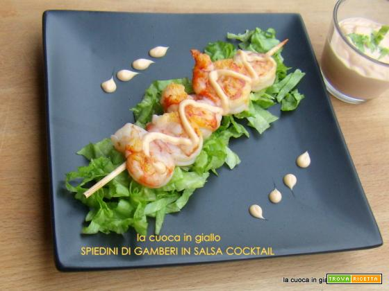 Spiedini di gamberi in salsa cocktail