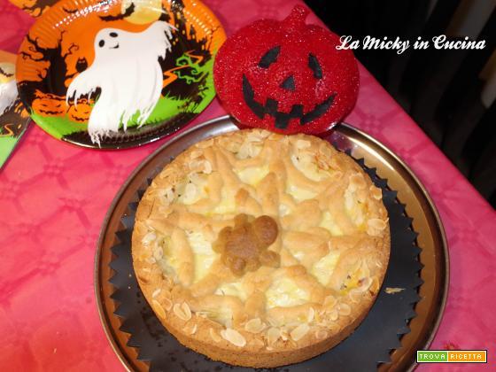 Crostata con ragnatela con mele e crema di Halloween