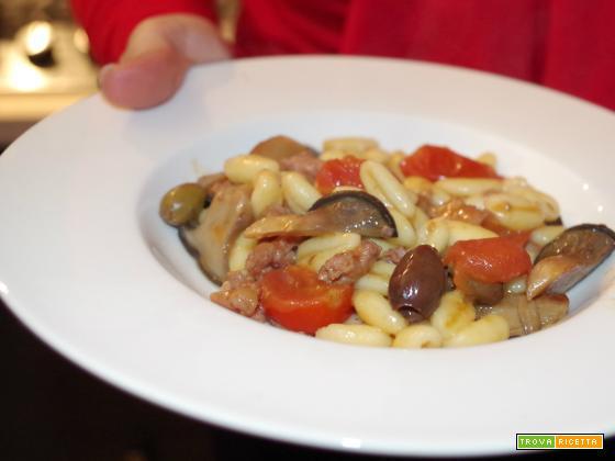 Pasta con sugo di funghi cardoncelli e salsiccia
