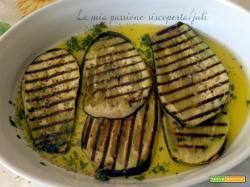 Carpaccio di melanzana piatto mediterraneo aromatico