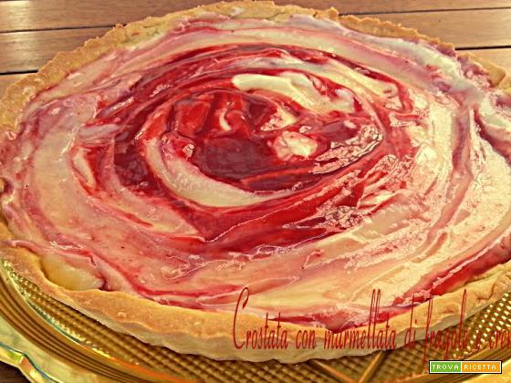 Crostata con marmellata di fragole e crema pasticcera