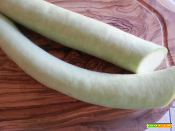 Cucuzzata siciliana, zucchina lunga verde o marmellata,