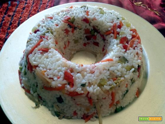 Insalata di riso, carote, funghi, mais