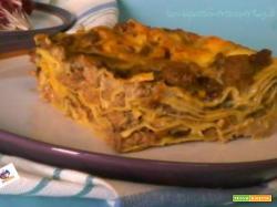 Lasagne con radicchio, besciamella, radicchio carne ovina, carote, sedano.