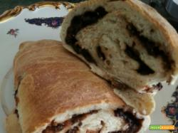 Pane con olive, lievito madre, farina 00, farina 0, olive nere