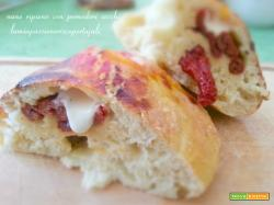 Pane ripieno con pomodori secchi
