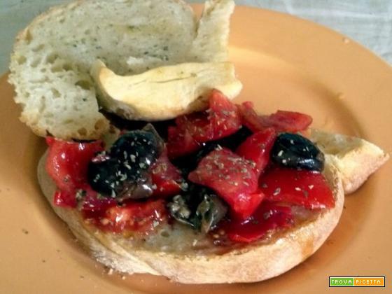 Pani cunzatu ricetta cu li olivi sardi origano pumarori acciuga