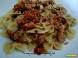 Pasta con tonno pomodorini aglio pasta farfalle