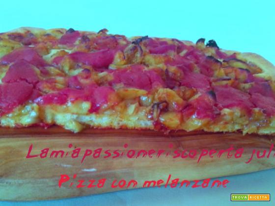 Pizza con melanzana e pomodoro