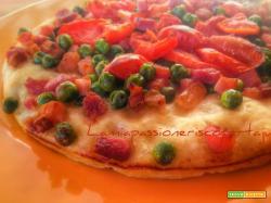 Pizza, primavera piselli zucchina pancetta e pomodorini