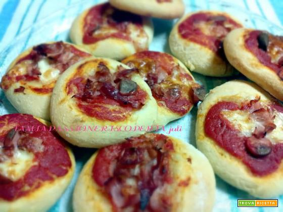Pizzette ricetta wurstel mozzarella prosciutto pomodoro