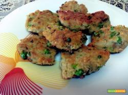 Polpette di pane fritto mollica fresca con prezzemolo, uova piselli.