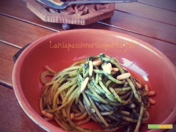Ricetta pesto alla genovese basilico l?aglio i pinoli pecorino