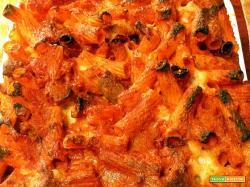 Timballo di maccheroni salame salsiccia pomodoro