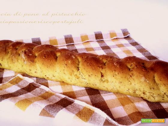 Treccia di pane al pistacchio,farina di pistacchi, Pistacia