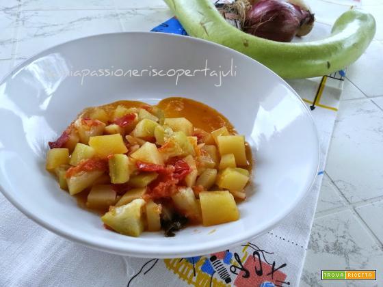 Zucchina peperoni e patate olio di oliva zucchina longa.Siciliana..