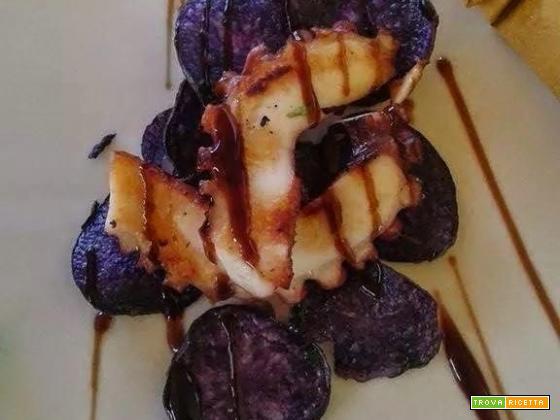 Polpo arrostito con Chips di patate viola
