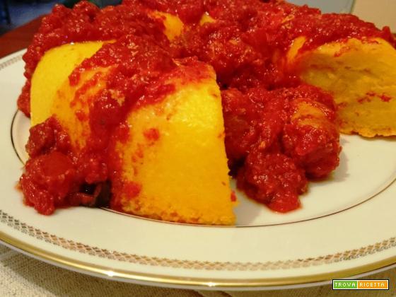 Anello di polenta con salsiccia