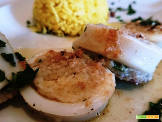 Calamari ripieni e pilaf di riso basmati allo zafferano