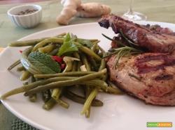 Capocollo di maiale alla griglia con fagiolini piccanti
