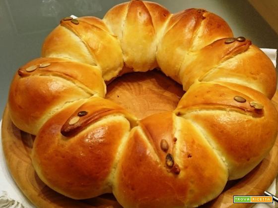 Corona di pan brioche ripiena