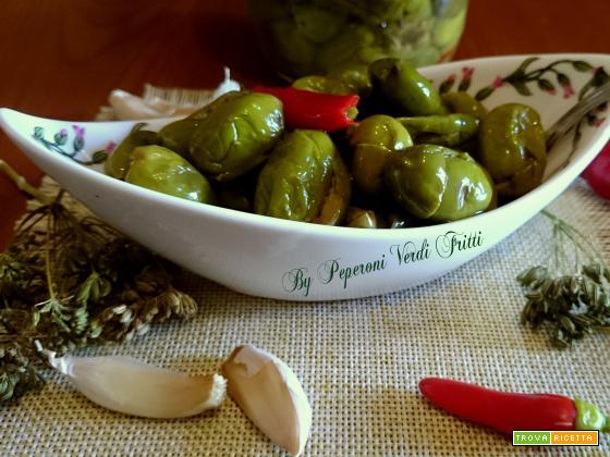 Olive ( ammaccate) schiacciate alla calabrese