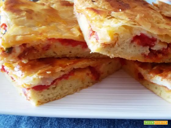 Pizza rustica con pomodoro e soppressata