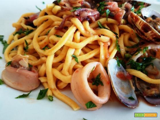 Spaghetti alla chitarra con calamari e vongole