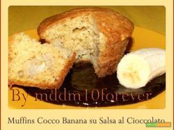 MUFFINS COCCO BANANA SU SALSA AL CIOCCOLATO