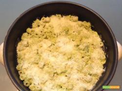 Ricetta Fusilli al pomodoro con speck e pinoli