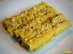 Ricetta maccheroni gratinati con pesto di cavolini e pistacchi