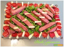 Ricetta Tonno con rucola pomodorini e grana