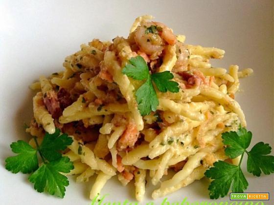 Ricetta Trofie caserecce con salmone gamberetti e noci